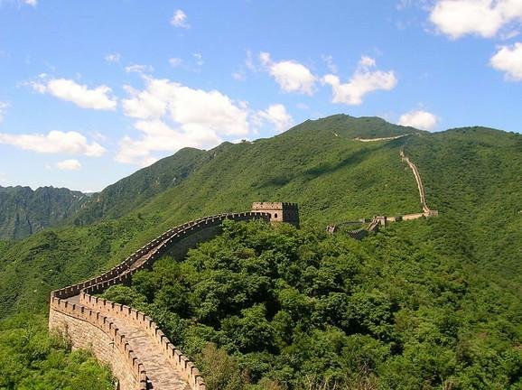 Kineski zid je visok od 10 do 16 metara