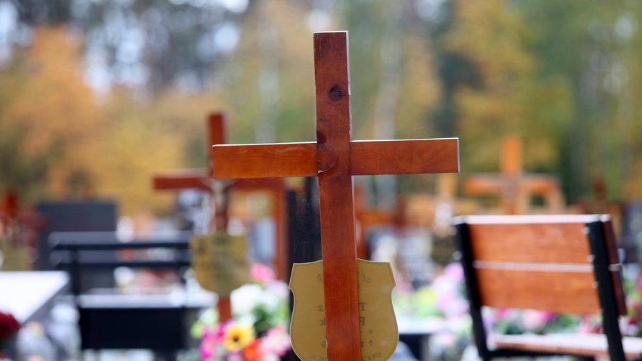 Groby na cmentarzu komunalnym