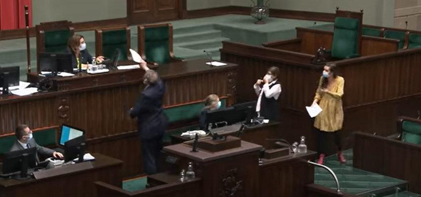 """Awantura w szeregach KO. Jachira naśmieciła w Sejmie, a Kidawa-Błońska kazała jej posprzątać. """"PiS narobił bałaganu, PiS będzie to sprzątał"""""""