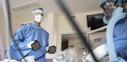 Tak medycy walczą o życie pacjentów zakażonych koronawirusem. Te zdjęcia budzą podziw i niepokój