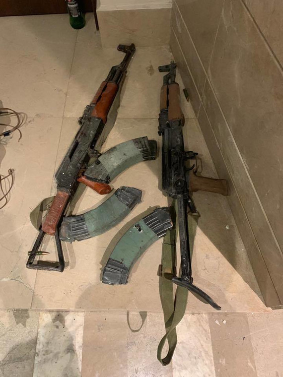 Guns recovered from Al Shabaab attackers at Dusit Complex (Twitter)