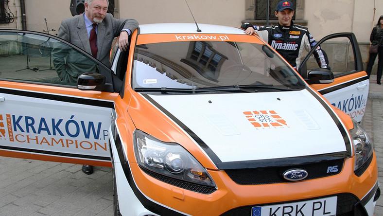 Kraków pędzi na masce rajdowego Forda!
