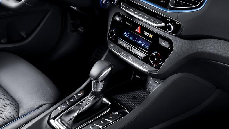 Hyundai zaprezentował model ioniq. W opinii konstruktorów nowe auto koreańskiego koncernu jest pierwszym na świecie modelem, w którym jedno nadwozie oferowane jest z trzema różnymi rodzajami jednostek napędowych. I wcale nie chodzi o silnik Diesla czy zasilanie LPG...