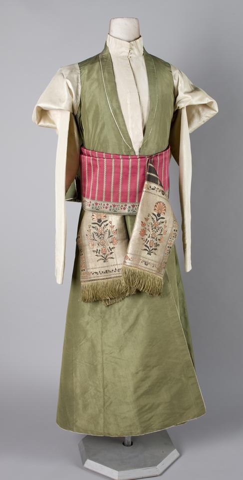 Kontusz jedwabny 1, lata 60. XVIII wieku, tafta jedwabna, szycie ręczne, fot. MNK