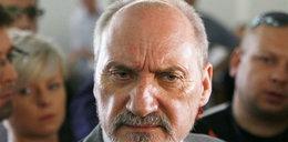Macierewicz chce ekshumacji z urzędu