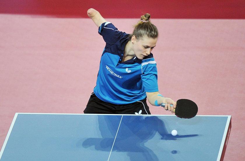 Mistrzostwa Polski w tenisie stołowym. Grają gwiazdy, a trybuny puste