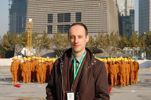 Izazov i odgovornost: Aleksandar Zeljić sa kineskim radnicima u Šangaju