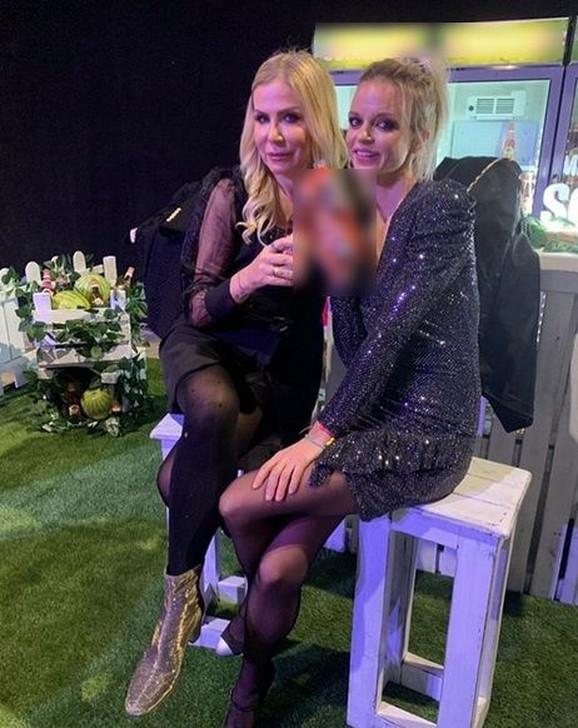 Maja Mandžuka sa prijateljicom Žanom
