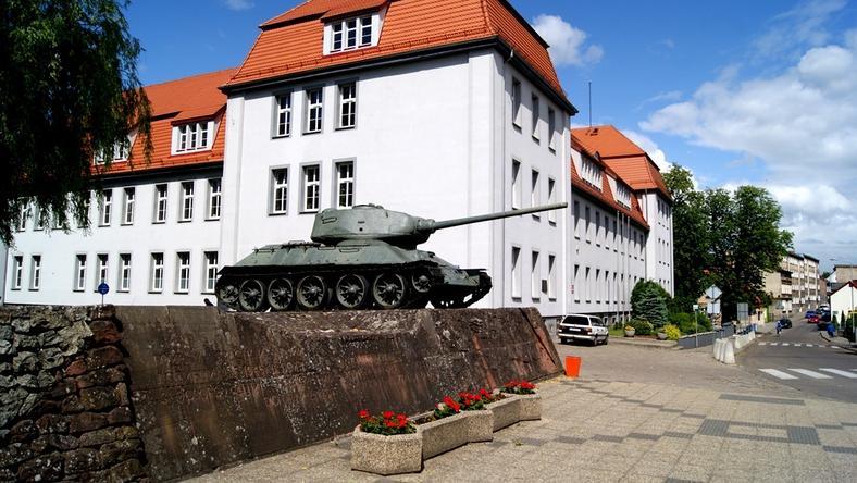 Dwa czołgi na cokole w Drawsku Pomorskim stoją tam od lat 70.