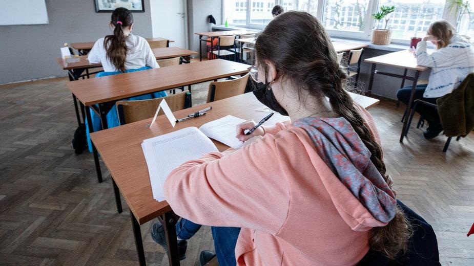 Uczniowie starszych klas wrócili do szkół (zdjęcie ilustracyjne)