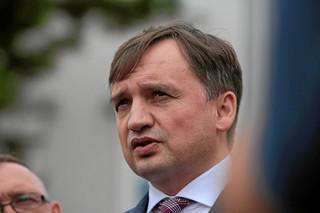 Wyborcy PiS murem za Ziobrą. Nie widać wpływu afery w MS na poparcie dla rządzących [NOWY SONDAŻ]