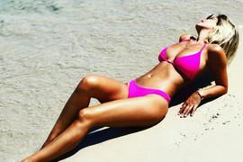 NIKAD VRELIJA Kija u minijaturnom bikiniju na Sejšelima