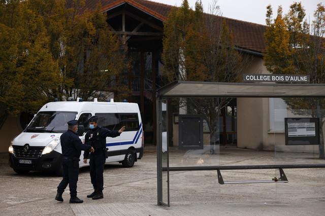 Napad na nastavnika u Parizu