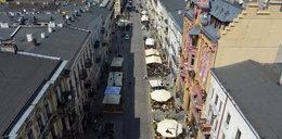 Łódź po lockdownie. Ulica Piotrkowska bez maseczek, za to z muzyką i otwartymi ogródkami