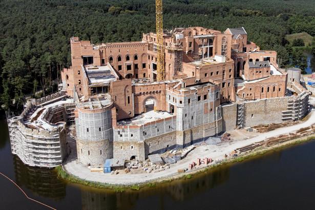 Budowa zamku w Puszczy Noteckiej