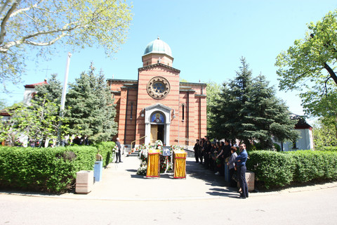 Ispraćen na večni počinak: Estrada se okupila na sahrani Bokija Miloševića