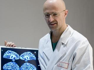 italy, Turin: Neurosurgeon Sergio Canavero claims can transplant mans head to new body