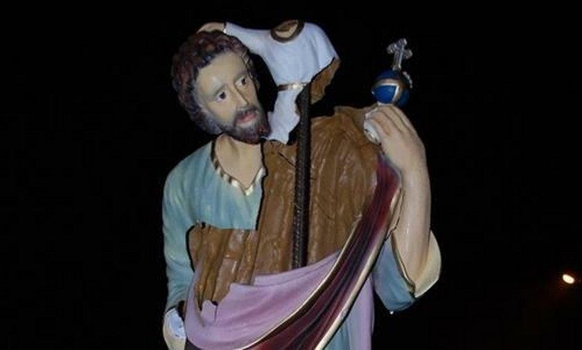 Wandale zniszczyli święte figury w Zarzeczu koło Niska