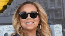 Mariah Carey w krainie kiczu. A dokładniej, w wannie z partnerem