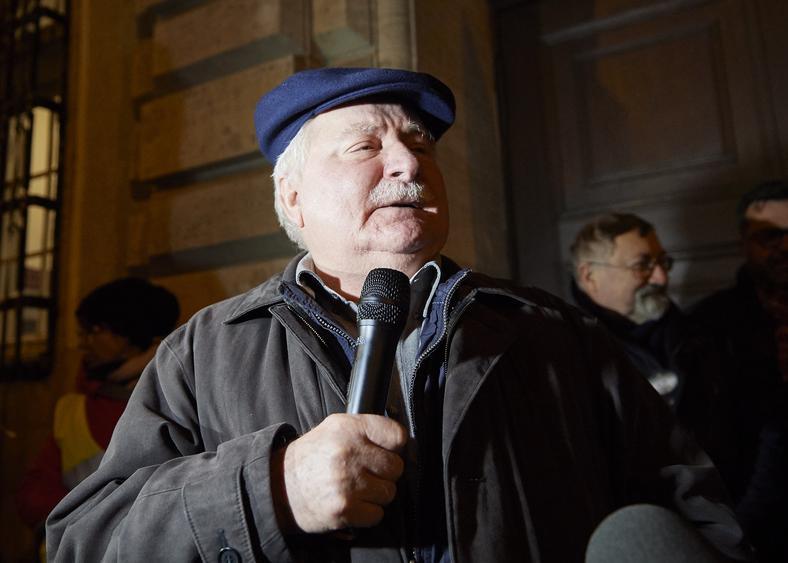 Lech Wałęsa podczas demonstracji Komitetu Obrony Demokracji na Pomorzu