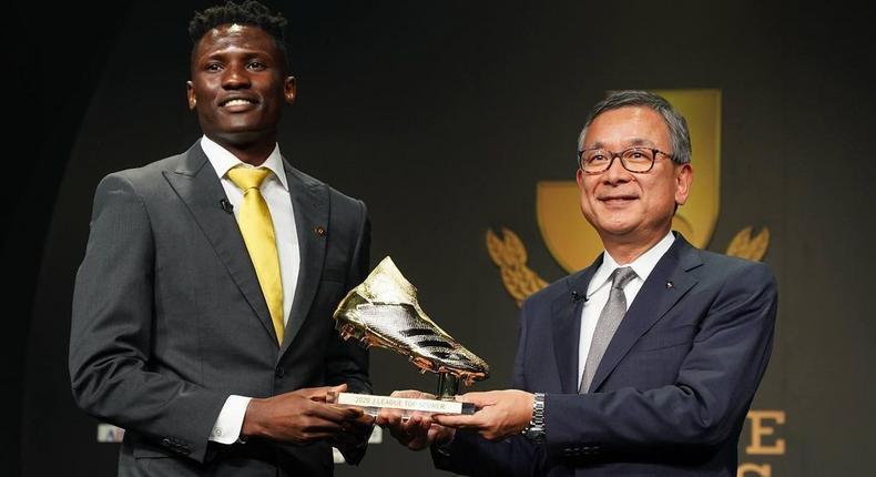 Michael Olunga wins Golden Boot award in Japan (Photos)