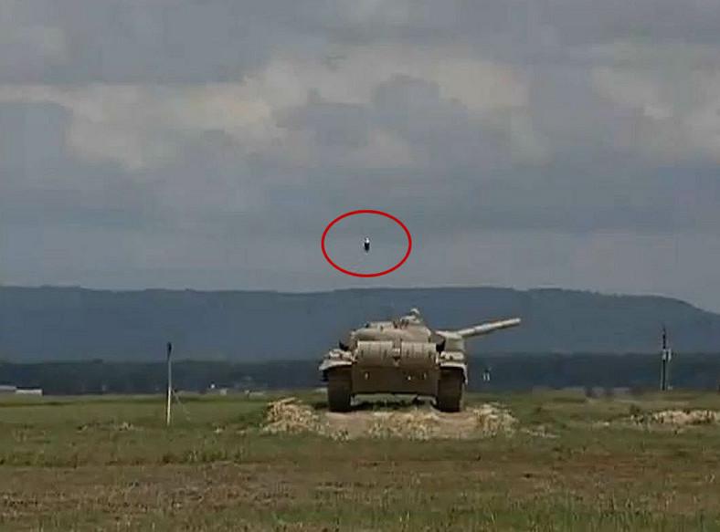 Rakieta TOW kontra czołg T-72