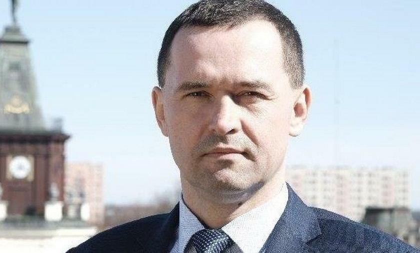 Karol Tchórzewski kandydat na prezydenta Siedlec zrobiłspotkanie wyborcze przy kościele