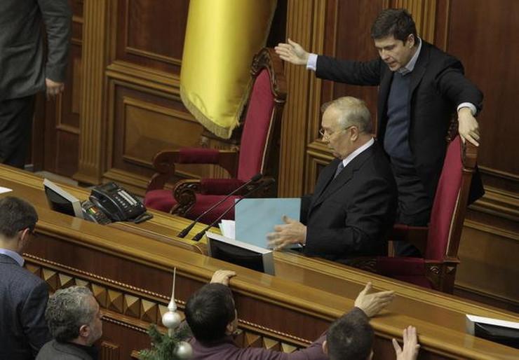 423457_ukrajina-tuca-u-parlamentu3-ap