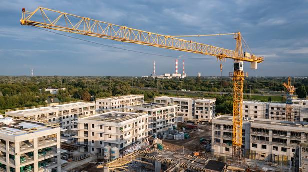 Plac budowy nowego osiedla mieszkaniowego w Warszawie