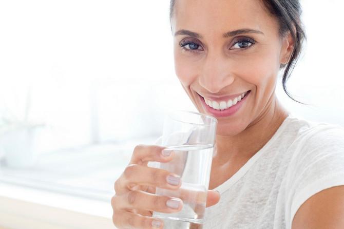 Vodu pijte deset minuta pre ili sat vremena nakon jela