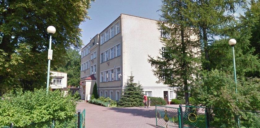 430 dzieci ewakuowanych ze szkoły w Darłowie. Ktoś rozpylił groźną substancję