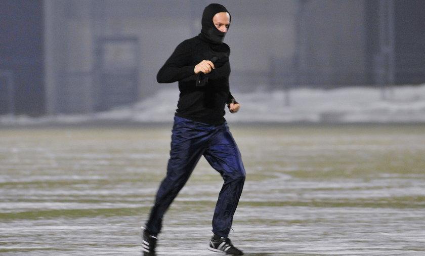 Donald Tusk gra w piłkę