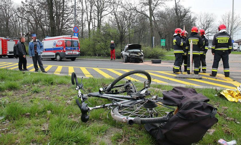 Wypadek na Mickiewicza przy Włókniarzy. Ranny rowerzysta