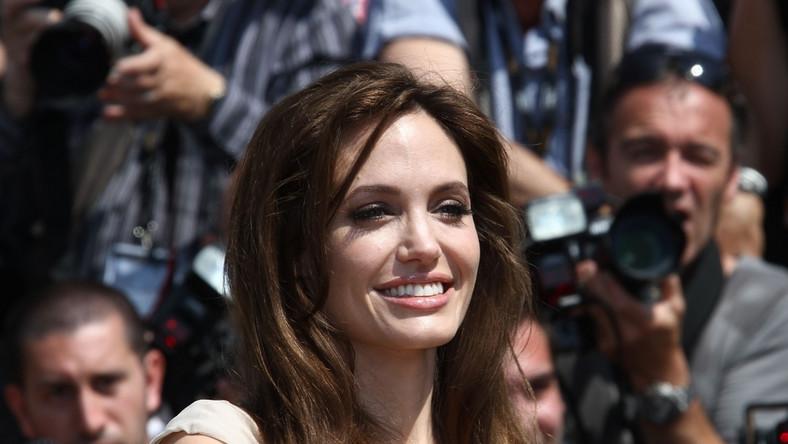 Angelina Jolie amputowała obie piersi, by zapobiec nowotworowi