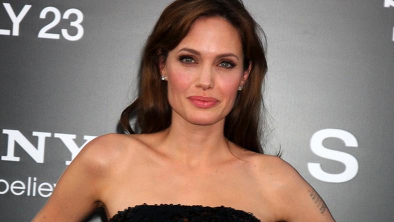 Angelina Jolie poddała się mastektomii