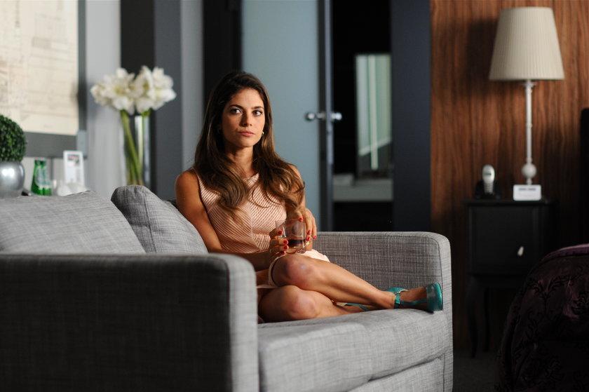 Weronika Rosati na kanapie