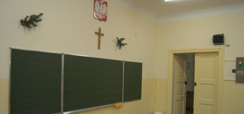 Rodzic jednego z uczniów poprosił o usunięcie krzyży ze szkoły. Pracownik placówki wezwał na pomoc prawników z Ordo Iuris!