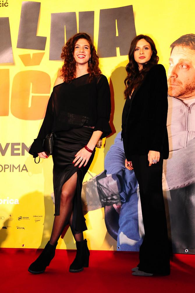 Hana Beštić (desno)