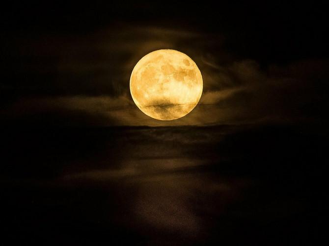 Večeras će zasijati NAJVEĆI I NAJSVETLIJI mesec u 2019. godini: Pogledajte kroz prozor tačno u OVO VREME, prizor je SPEKTAKL