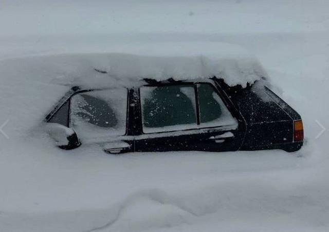 Snegom zatrpani auto na Jahorini