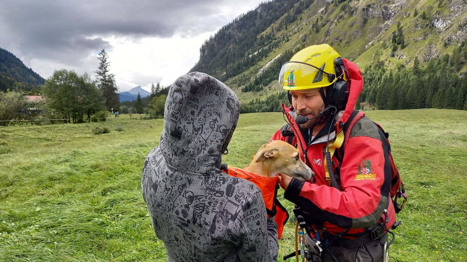 Niemcy: turystka z psem uratowana po upadku w Alpach Algawskich