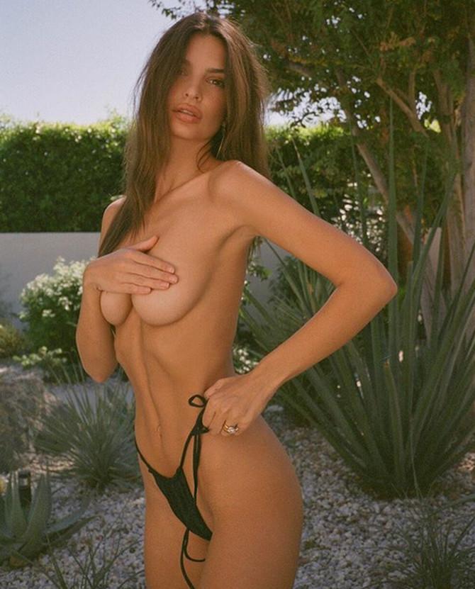Emili je često golia na fotografijama