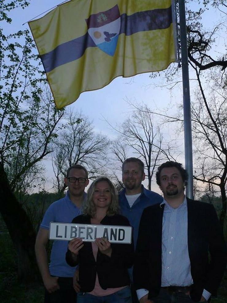 Rukovodstvo Liberlanda: Tablu drži Jedličkina partnerka Jana Markovičova