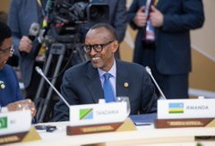 President Kagame in a meeting with other African leaders with Russian President Vladimir Putin t