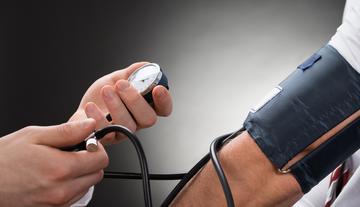 1 fokú magas vérnyomás kezelése mit kell venni egy magas vérnyomásban szenvedő idős ember számára