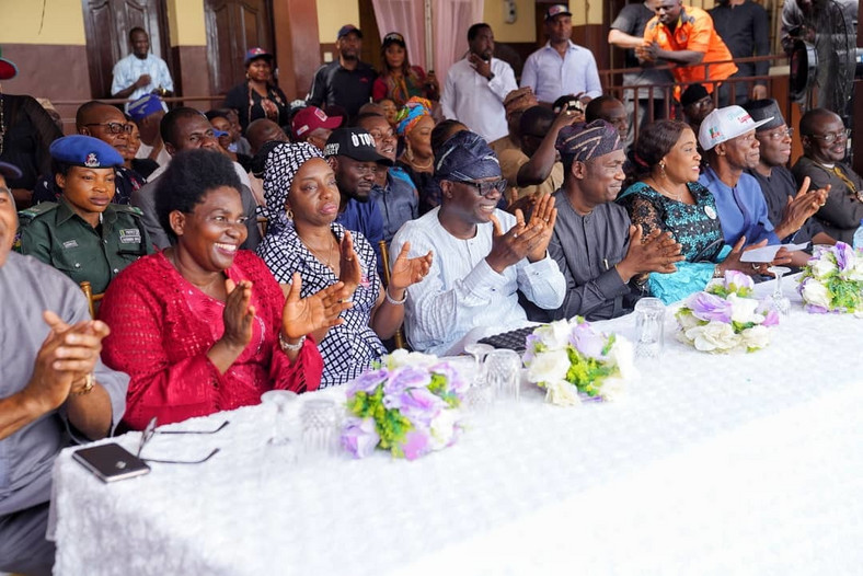 L-R:  Director, Bethesda school for the blind, Mrs. Chioma Ohakwe, wife of Lagos State Governor-elect, Dr. Mrs. Ibijoke Sanwo-Olu, Governor-elect Mr. Babajide Sanwo-olu,  Lagos State Deputy Governor-elect, Dr. Obafemi Hamzat, his wife, Mrs. Oluremi Hamzat, Director General, Independent Campaign Group, Mr. Tayo Ayinde, during the thanksgiving and presentation of a brand new 26-seater bus to Bethesda school for the blind by Mr. Sanwo-Olu on Thursday 14 March, 2019.