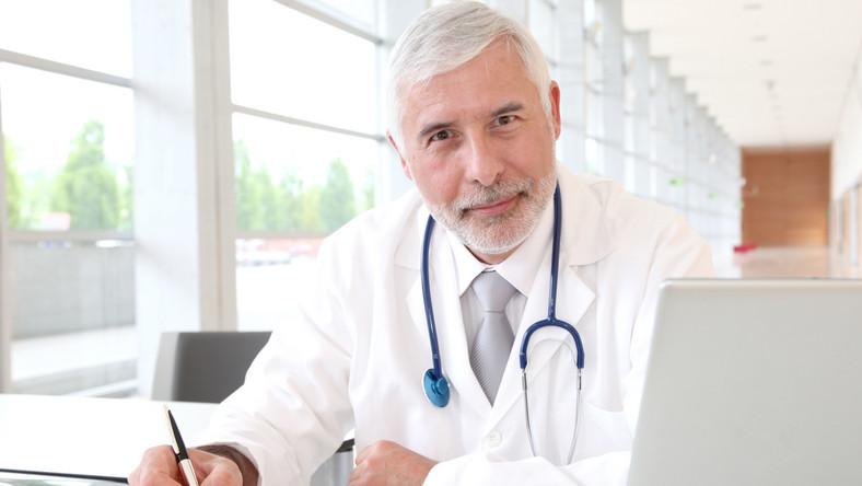 Afera wokół list refundacyjnych. Lekarzy sponsorują koncerny farmaceutyczne