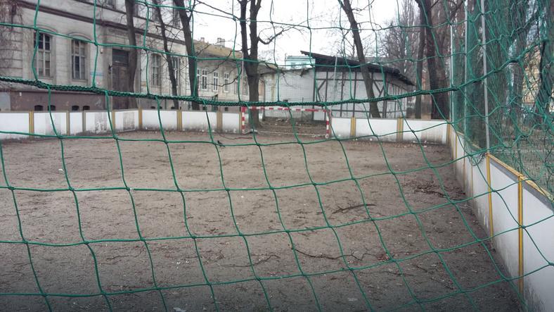 Boisko do piłki nożnej dla bezdomnych przy noclegowni św. Brata Alberta we Wrocławiu