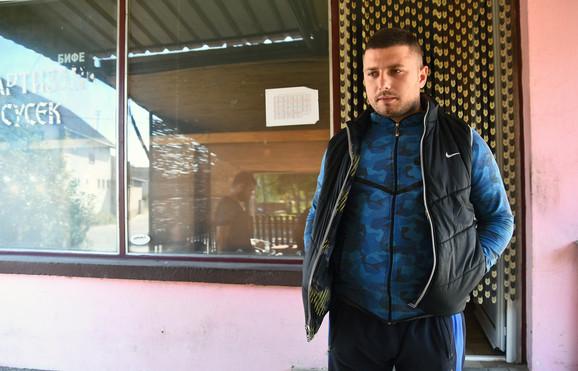 Milan Vukmirović: Rekao mi je da mu je zabranjen ulazak u školu i da pokušavaju da mu nameste da je pipkao devojčice jer se kandidovao za direktora