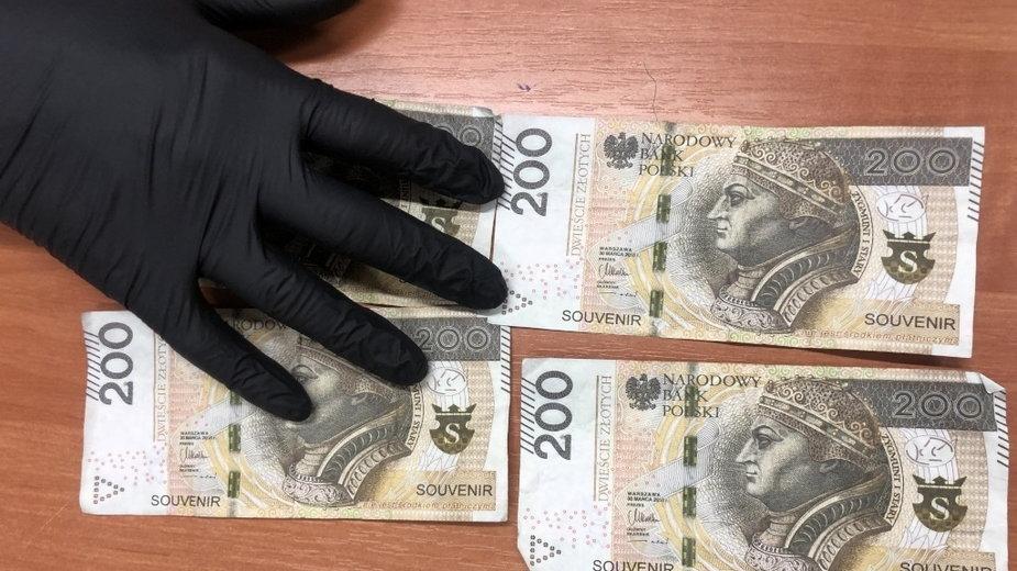 """Banknoty miały wyraźny napis """"SOUVENIR"""""""
